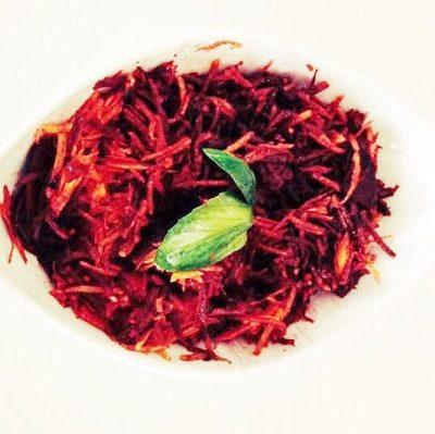 Salada de cenoura com beterraba e vinagre balsâmico