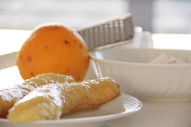 Bolachas para bebés: bolachas de aveia perfumadas com laranja, sem glúten, sem lactose e sem açúcar