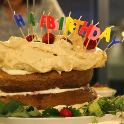 Bolo rústico e crocante de morangos biológicos (o bolo de aniversário do J.)