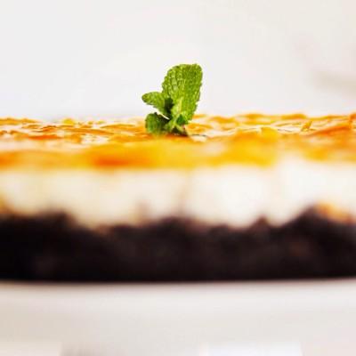 Cheesecake de laranja moscatel em base de cacau