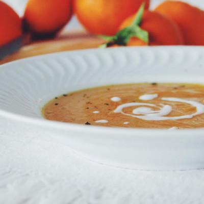 Creme de cenoura com clementinas, hortelã e iogurte natural