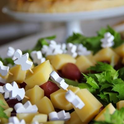 Espetadas de queijo da Ilha DOP com uva preta
