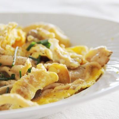 Como fazer os melhores ovos mexidos do mundo!  E a receita de ovos mexidos com cogumelos frescos e cebolinho biológico