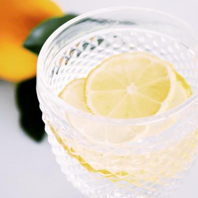 Água perfumada com limão (e gengibre) – o truque para prevenir gripes e constipações este inverno