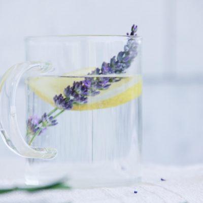 "Limonada de lavanda: a bebida ""secreta"" para um relax total!"