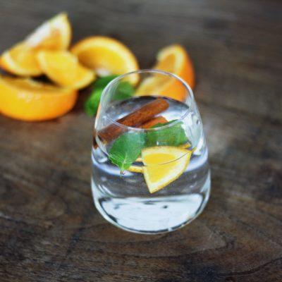Água detox de laranja, canela e hortelã – a despedida da época das laranjas