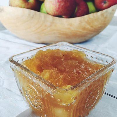 Doce de maçã riscadinha com especiarias