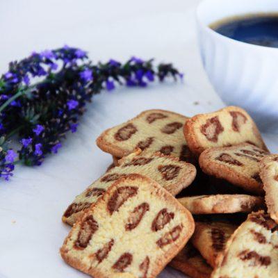 Bolachas leopardo (bolachas de manteiga e chocolate)
