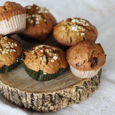 Muffins de cenoura, canela e passas (sem glúten nem lactose)