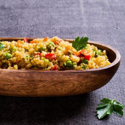 Lombos de bacalhau fresco assados com quinoa de legumes