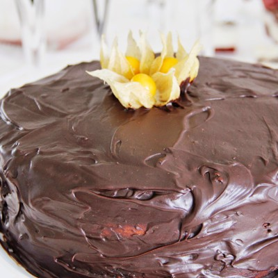 Bolo fofo de chocolate para um dia especial
