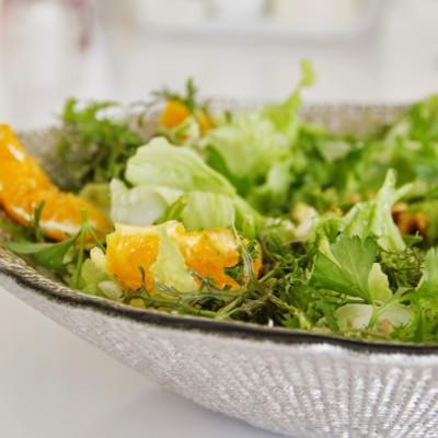 Salada primaveril com vinagrete de mel