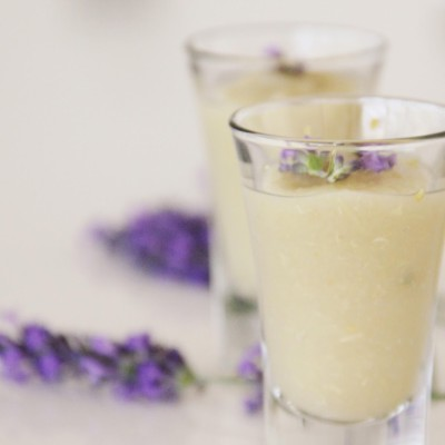 Shots de pêra perfumados com limão e alfazema