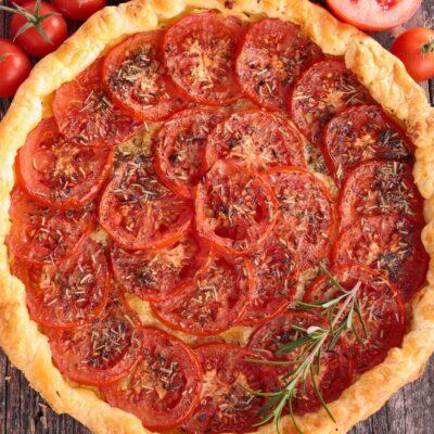 Tarte de tomate coração-de-boi e parmesão